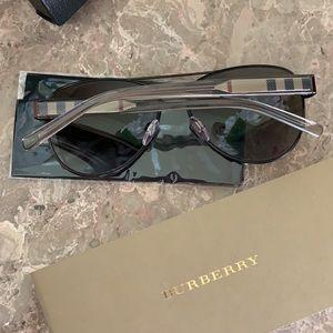 Brand new Polarized Sunglasses 👌🏻👌🏻